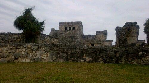 tulum ruins pyramid